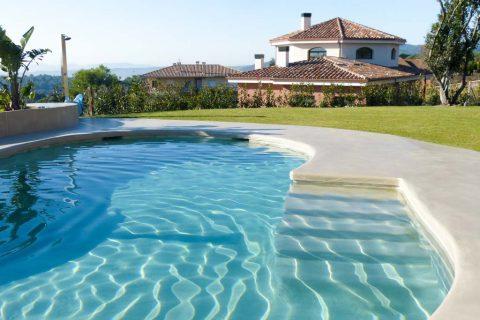 piscina com microcimento aplicado