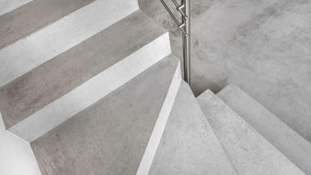 Escadas com aplicação de microcimento